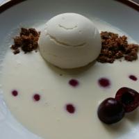 Espuma de yogurt con núcleo de cereza y sopa de chocolate. #juegodeblogueros2.0