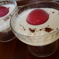 Sopa de chocolate blanco con helado