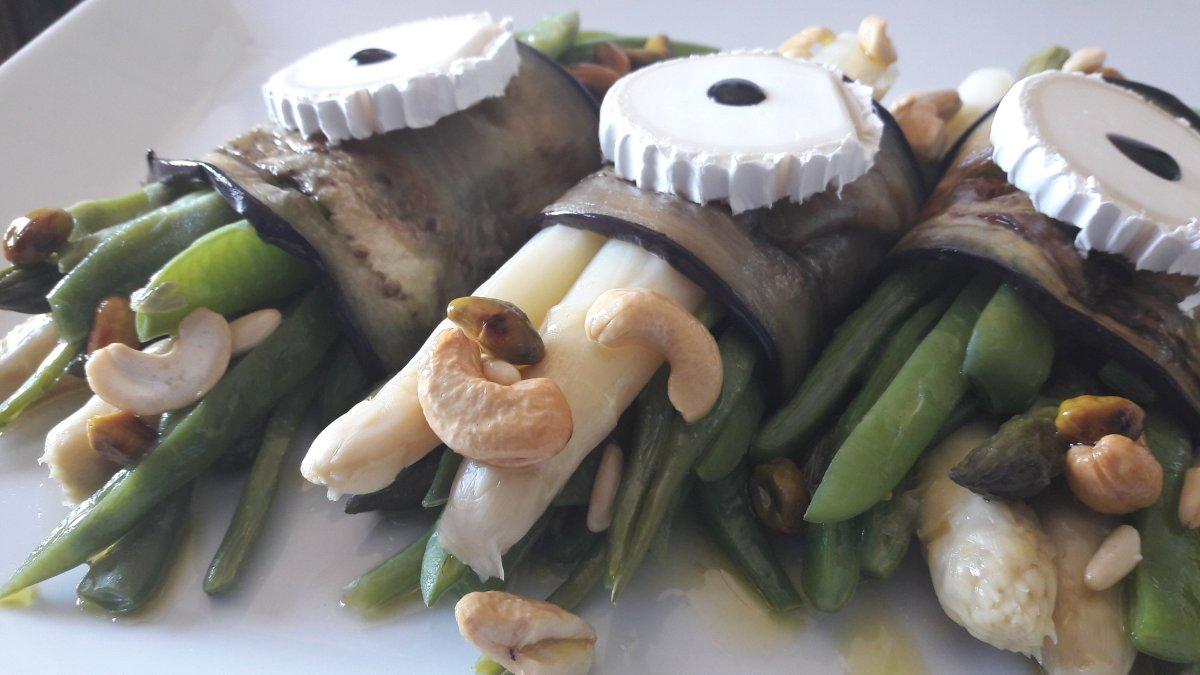 Haz de verduras con queso de cabra y frutos secos